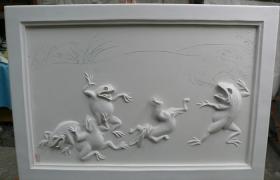 漆喰の枠と鳥獣戯画