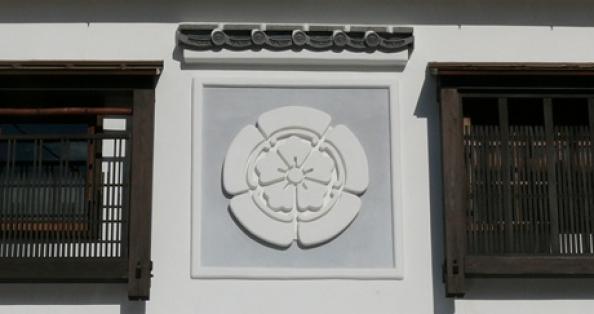 漆喰で作る家紋